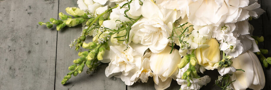 A bouquet of pure white flowers.