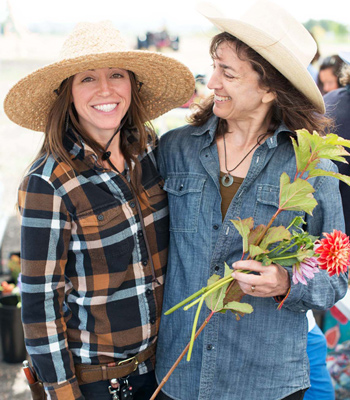 Kate Rowe (L) of Aztec Dahlias & Maryann Nardo (R) of 7petals Design team up to offer Design & Grow workshops.